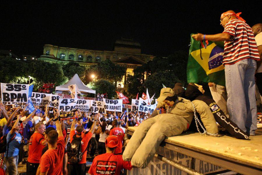 Policiais do Rio denunciam prisões arbitrárias de grevistas; Movimento segue unido
