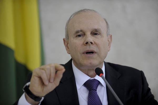 """Para Mantega, """"Brasil não pode esperar para reduzir tarifas"""""""
