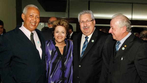 Dirigentes da CSB participam de jantar em homenagem ao senador José Sarney