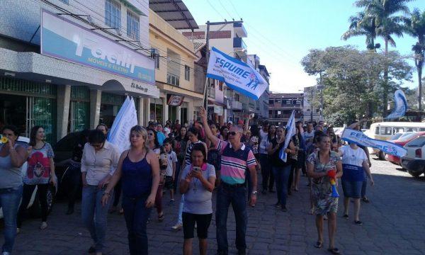 Servidores de Irupi fazem manifestação por reajuste salarial