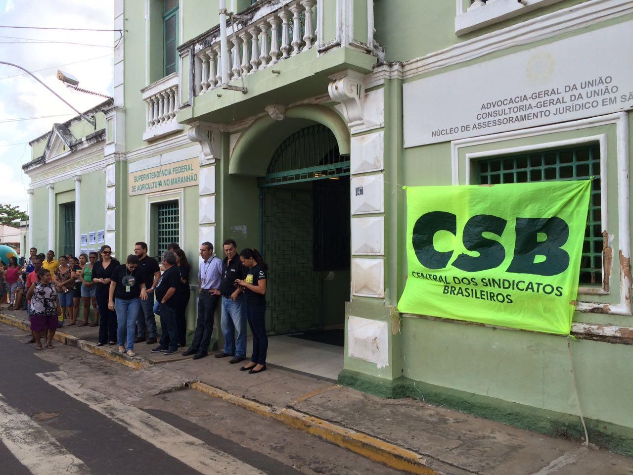 Servidores do Maranhão protestam contra o PLP 257, a PEC 241 e assédio moral