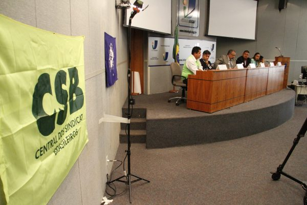 Pescadores participam de audiência pública em Brasília pelo pagamento do salário-defeso