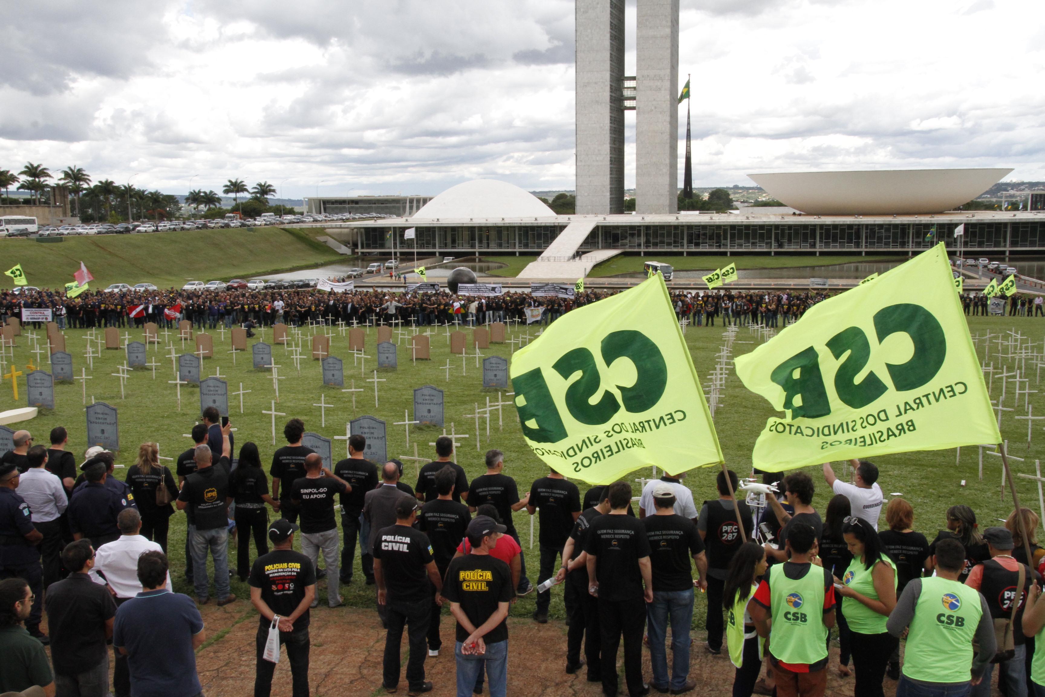 Galeria de fotos da manifestação dos policiais contra Reforma da Previdência em Brasília