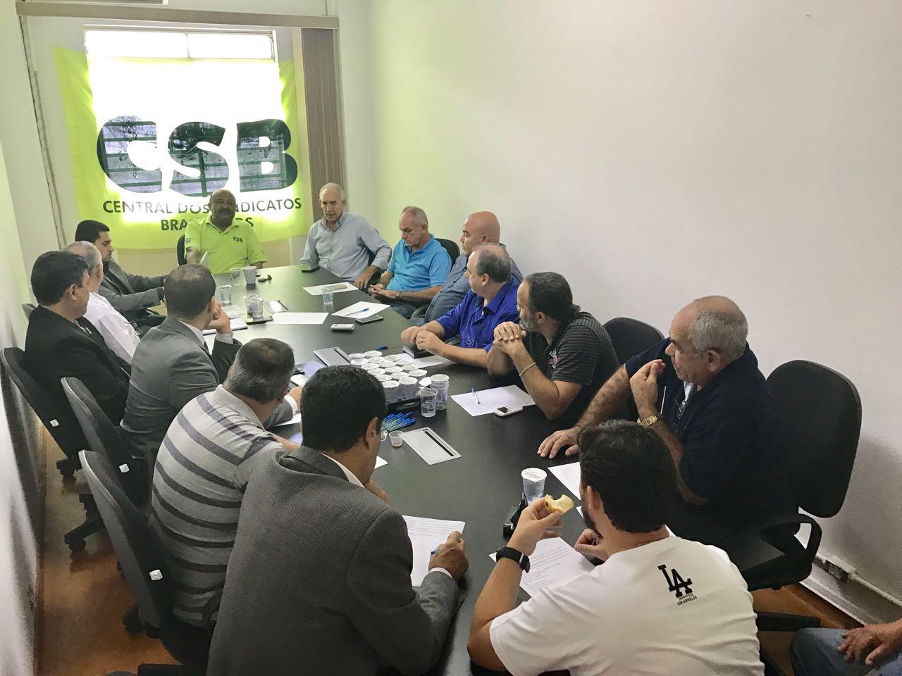 Sindicatos da capital se reúnem para discutir mobilização contra PEC 287 e 1º de Maio