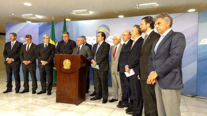Temer retira servidores estaduais e municipais da reforma da Previdência