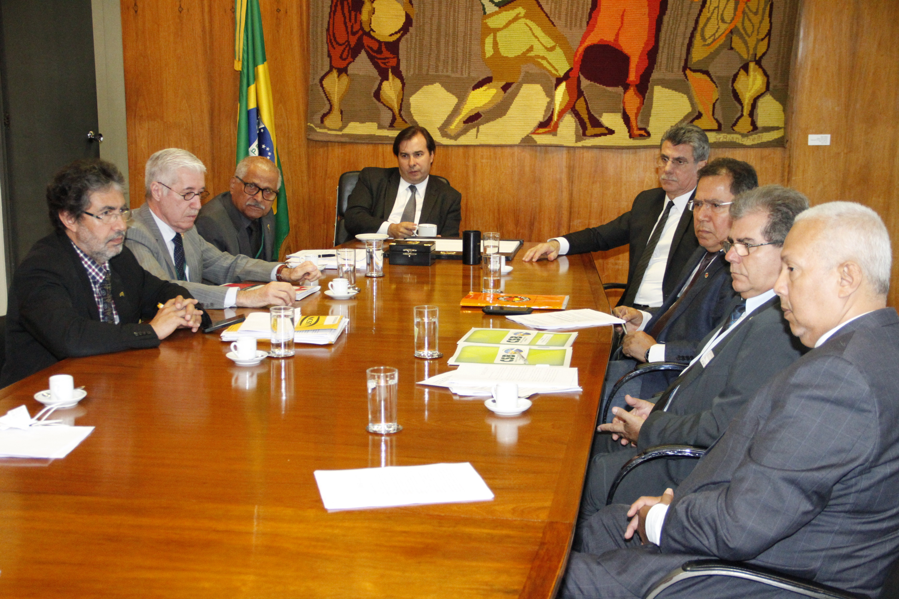 Em reunião com Rodrigo Maia e Romero Jucá, centrais articulam para frear projeto da terceirização
