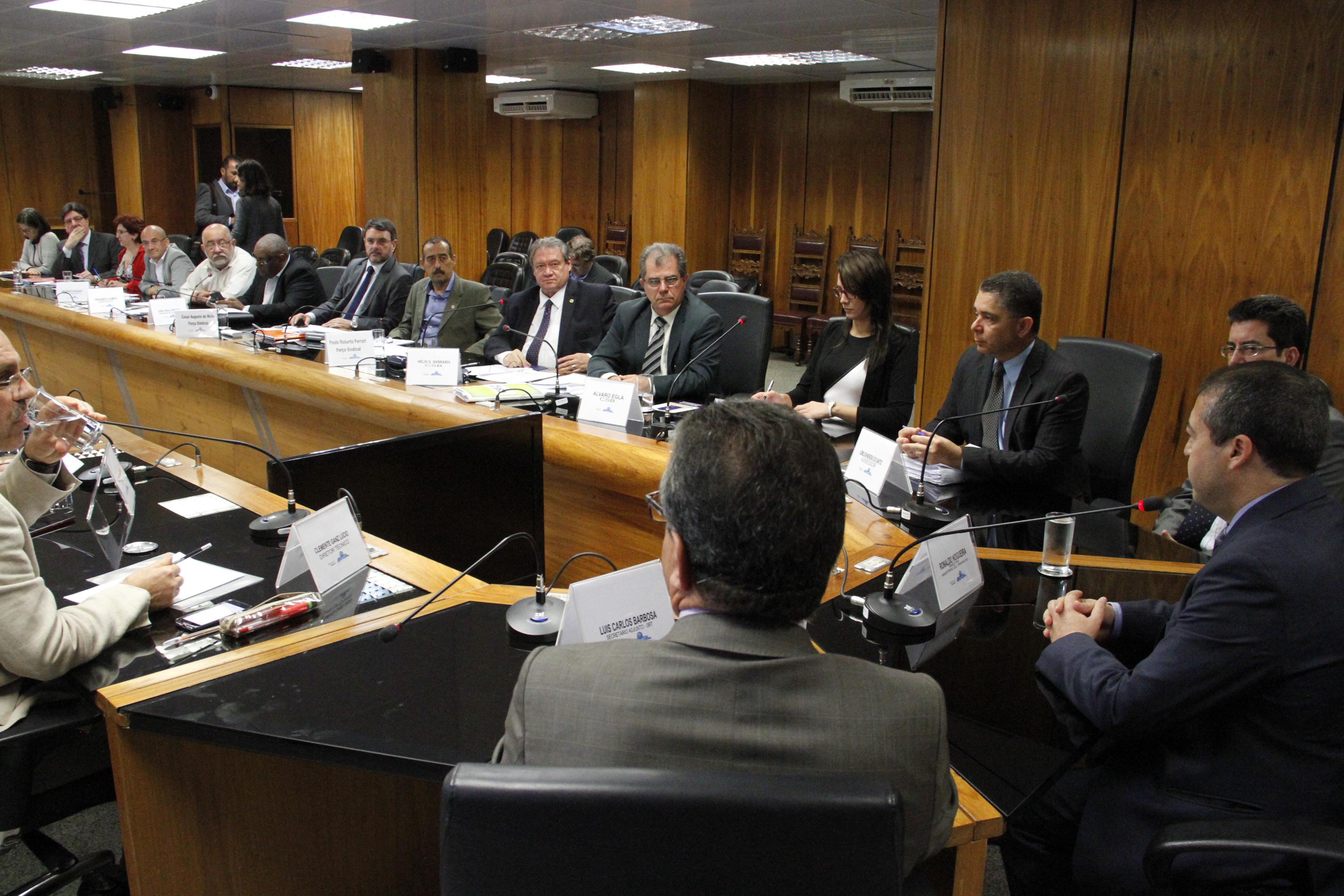 Centrais pedem apoio ao ministro do Trabalho para adiar votação do projeto de lei da terceirização