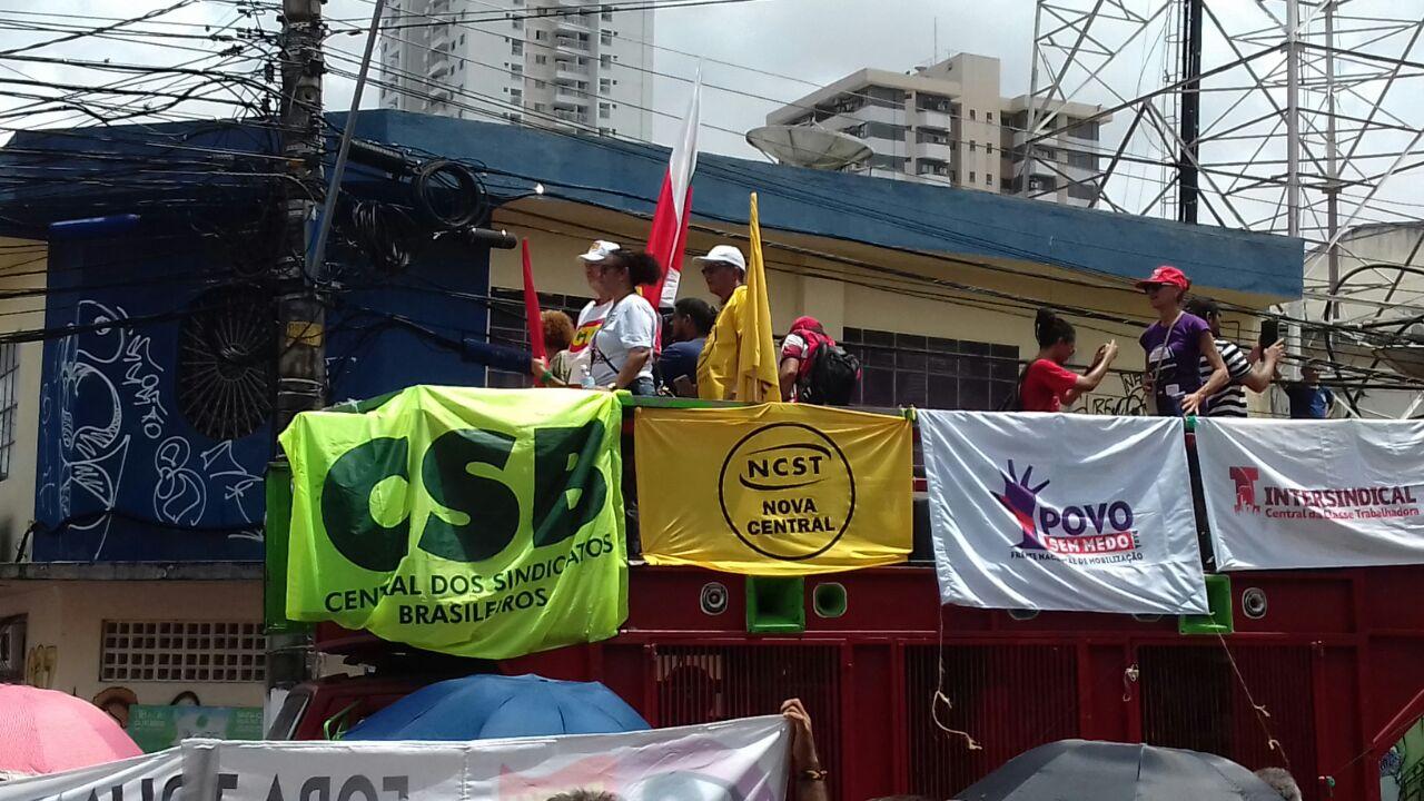 Trabalhadores do Pará protestam contra as reformas previdenciária e trabalhista