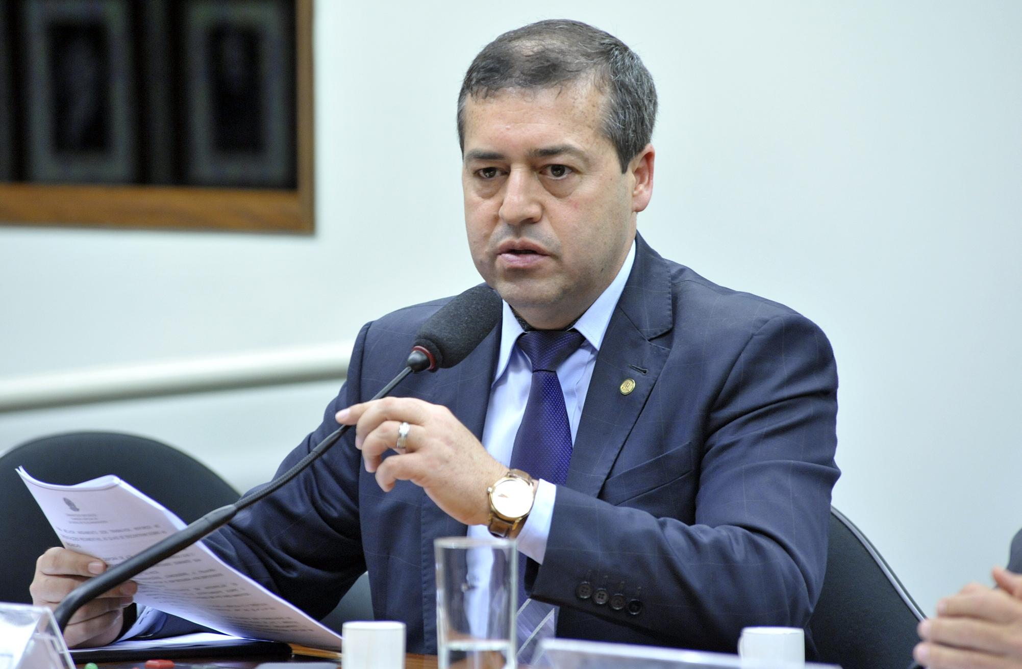 Ministro do Trabalho pede coerência do governo para cumprir acordos