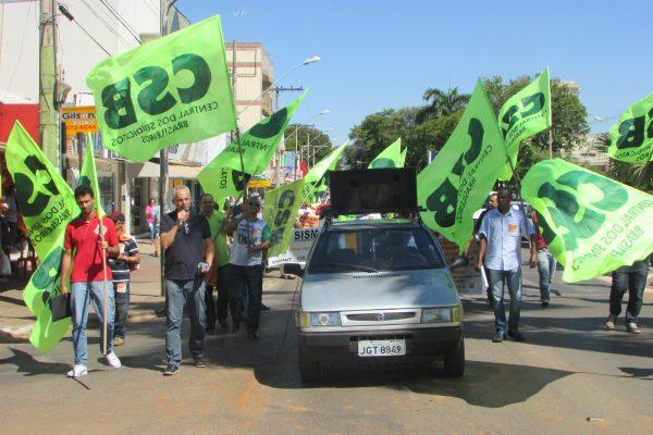 Após protesto em Paracatu (MG), delegação segue para atos públicos em Brasília contra a retirada de direitos