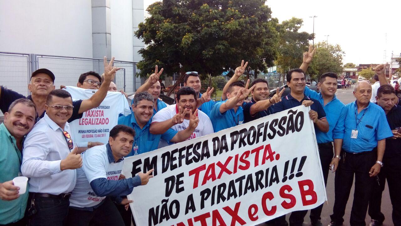 Audiência pública sobre Uber em Manaus tem protesto de taxistas