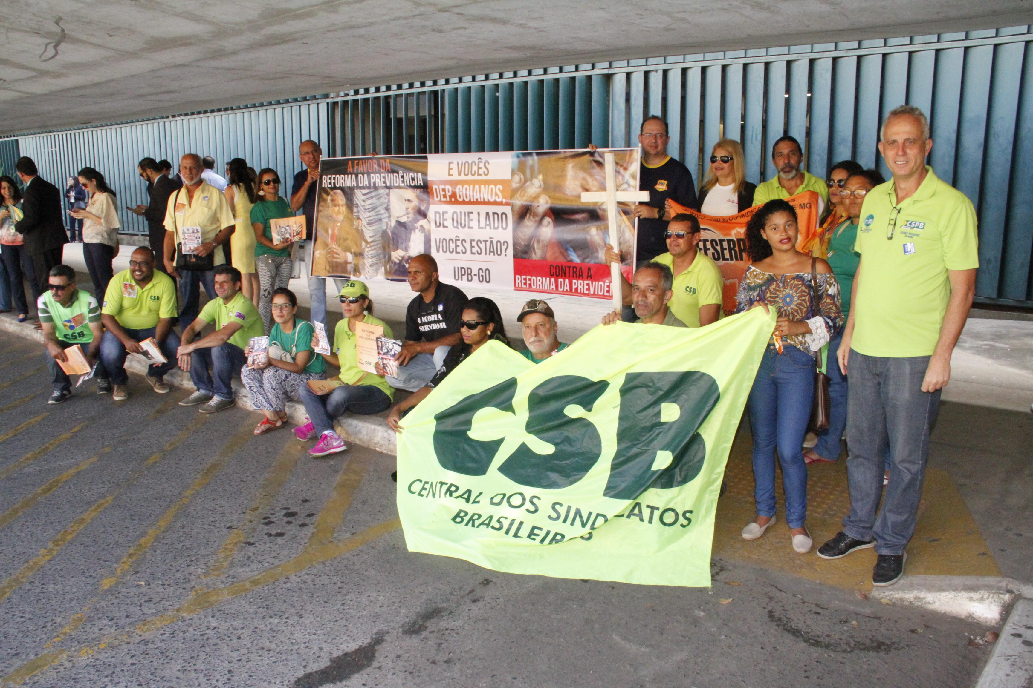 Comitiva da CSB discute reformas com deputados e representantes de ministérios
