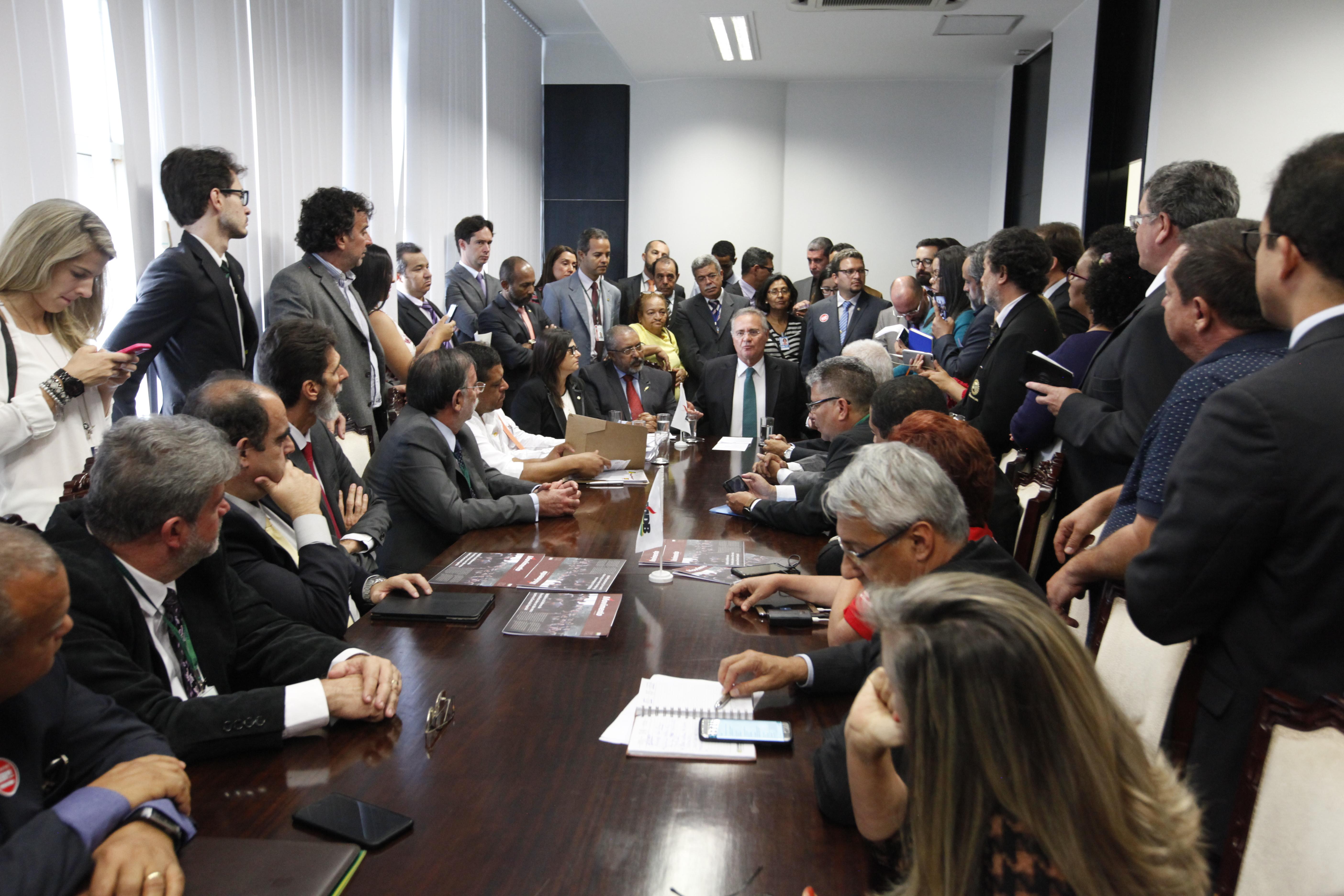 Reunidas com Calheiros e Paim, entidades pedem abertura de diálogo para tratar reformas no Senado
