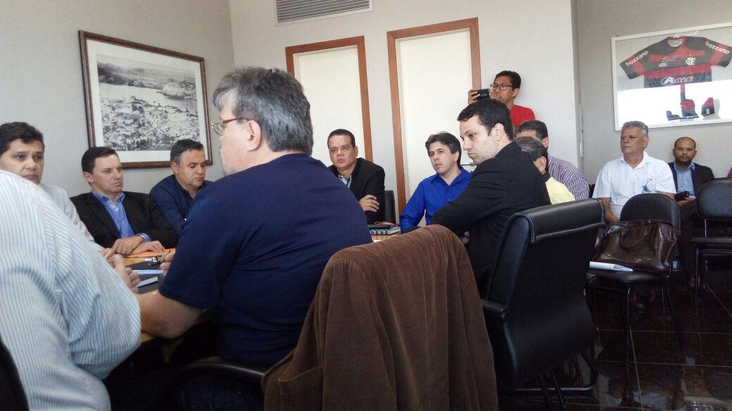 Centrais sindicais se reúnem com o senador Ricardo Ferraço para debater reforma trabalhista