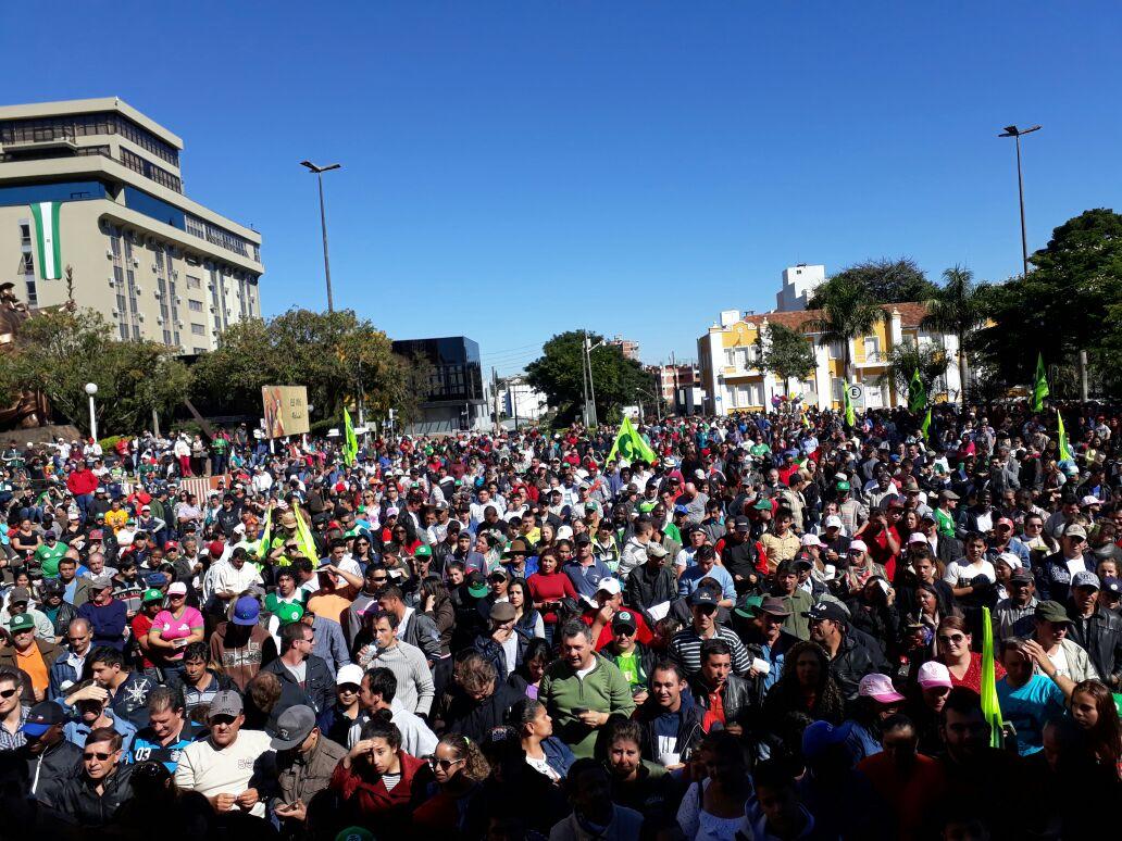 Em Chapecó (SC), CSB reúne 12 mil pessoas na festa do trabalhador