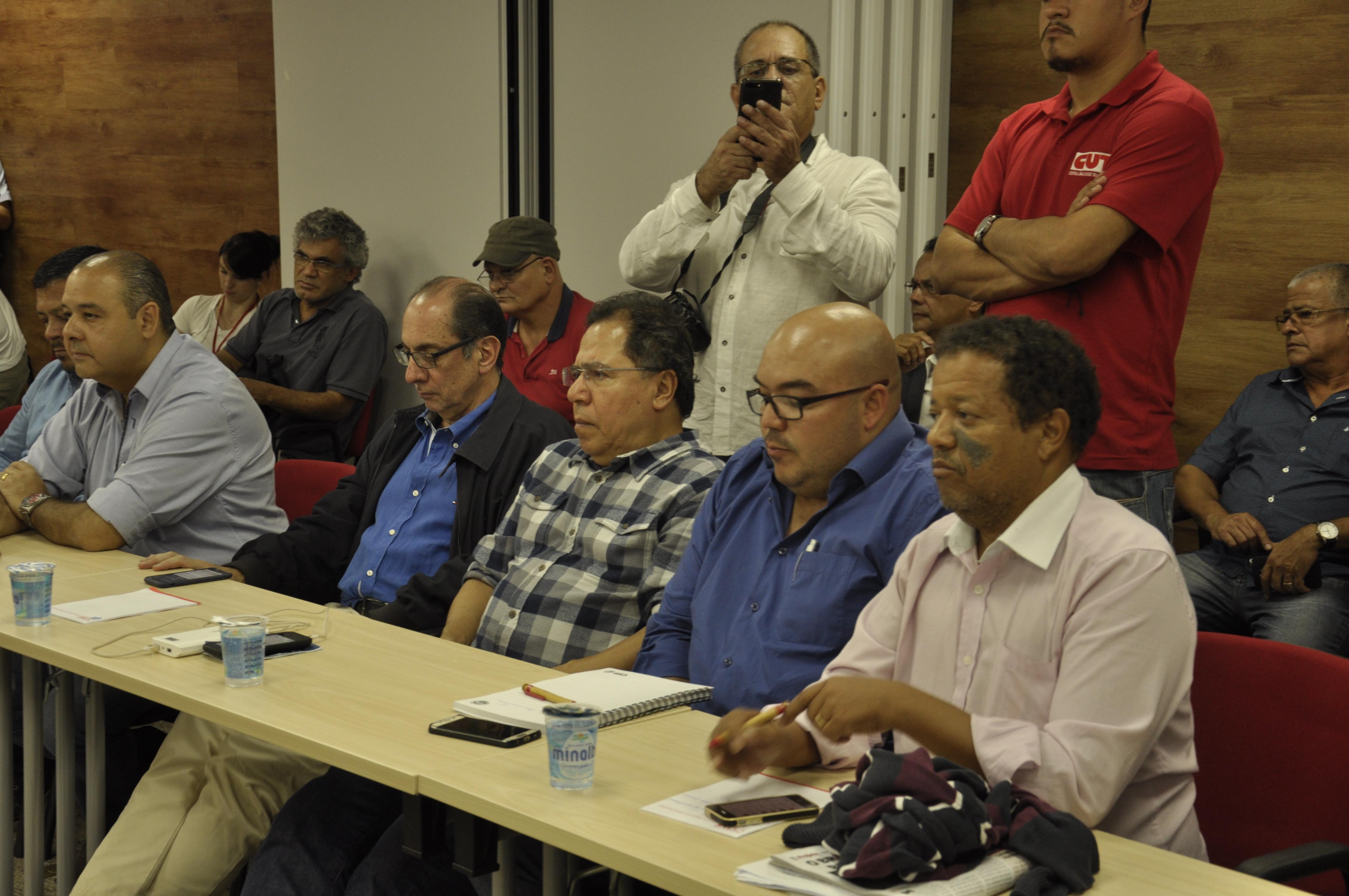 Contra reformas, centrais se reúnem para discutir próximas mobilizações