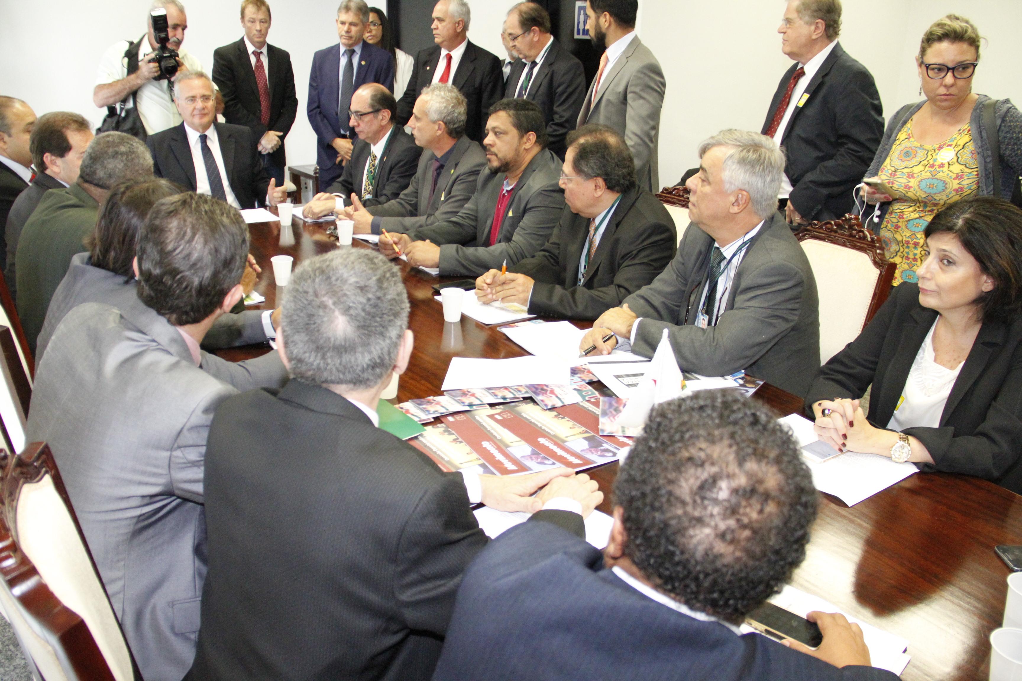 Reunido com centrais, Renan Calheiros reafirma compromisso da luta contra texto da reforma trabalhista