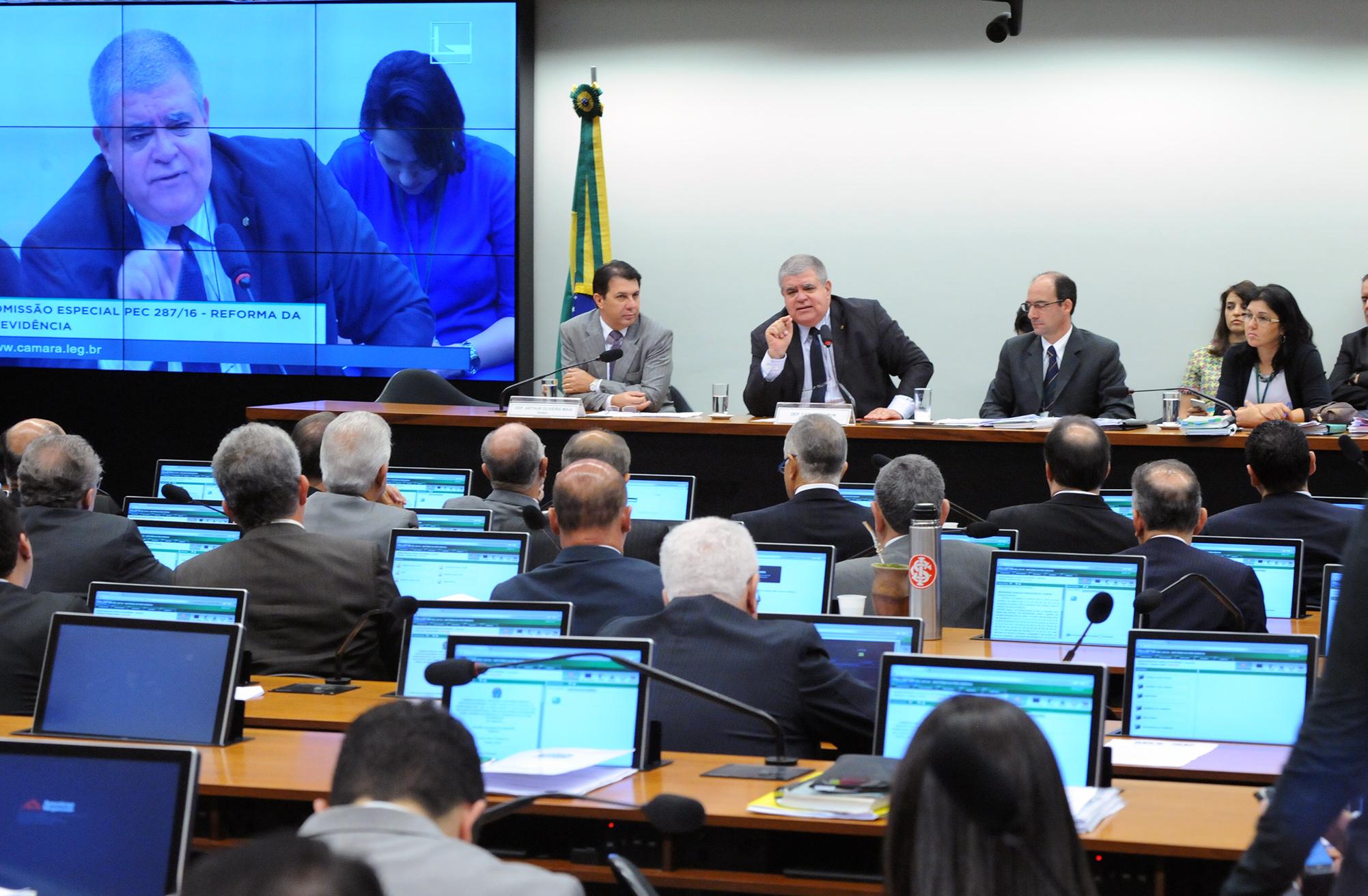 Deputados afrontam trabalhadores e rejeitam destaques na Comissão Especial da Previdência