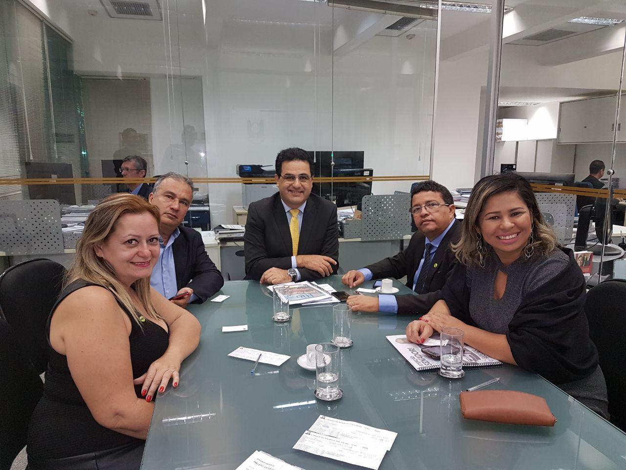 Taxistas se reúnem com senadores em busca de apoio ao PLC 28/17