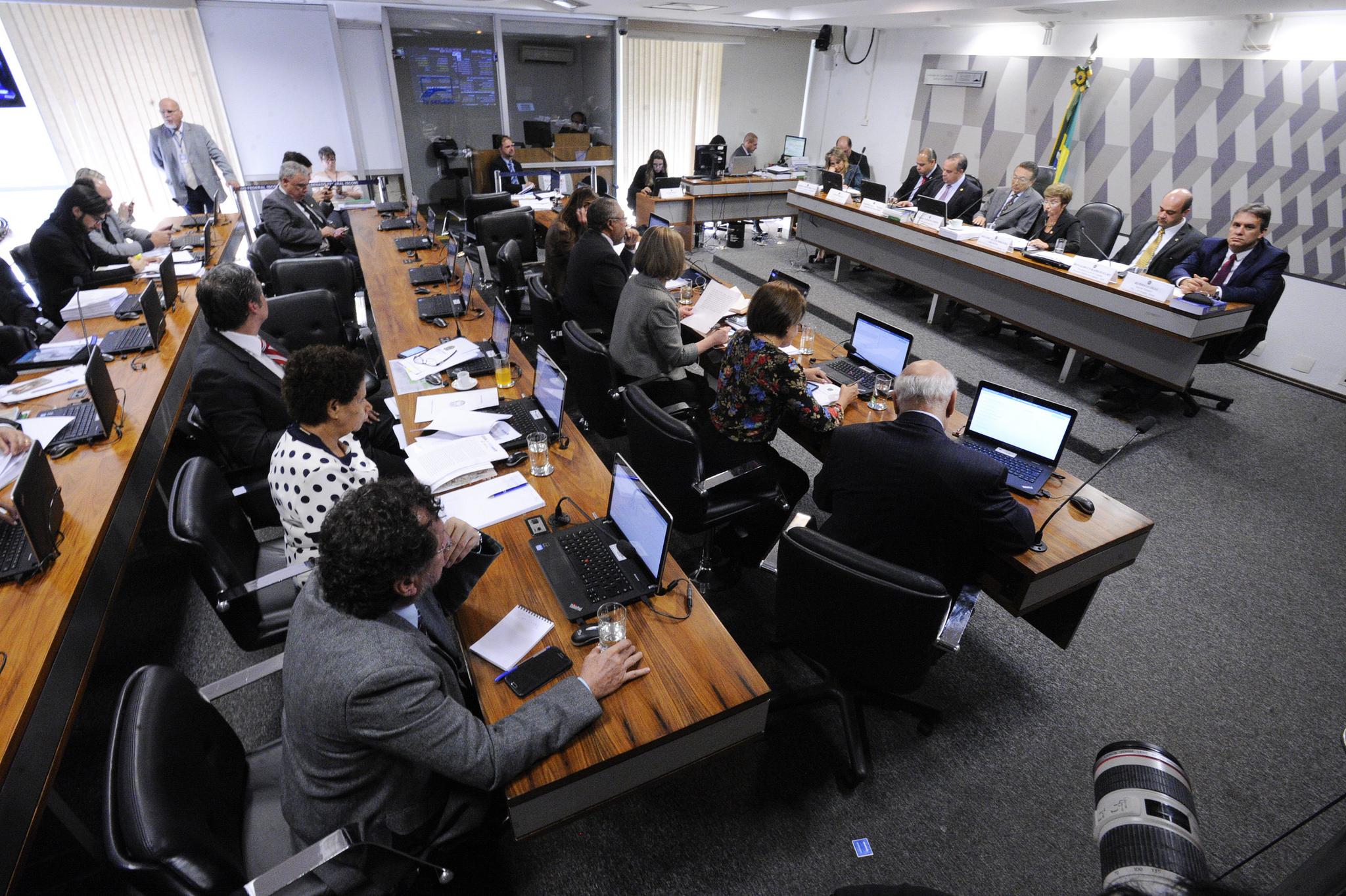 Autoridades jurídicas e senadores definem reforma trabalhista como inconstitucional em duas audiências públicas na CCJ