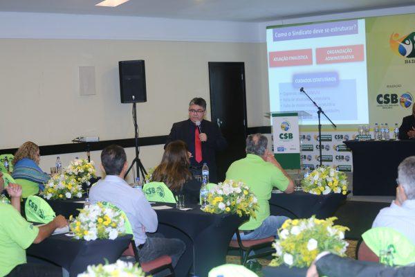 Gérson Marques apresenta a importância do estatuto para as entidades sindicais durante Congresso em Cuiabá