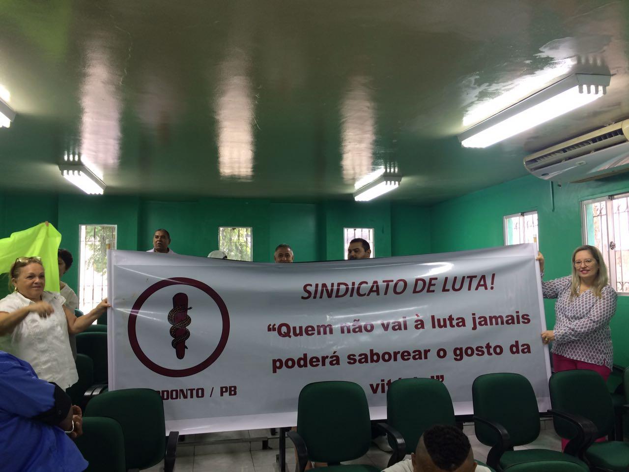 Na luta pelos direitos, odontologistas de Beyeux (PB) se mobilizam na Câmara de Vereadores
