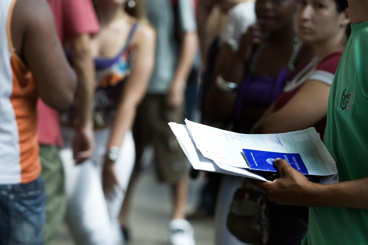 Regras mais duras reduzem seguro-desemprego na crise