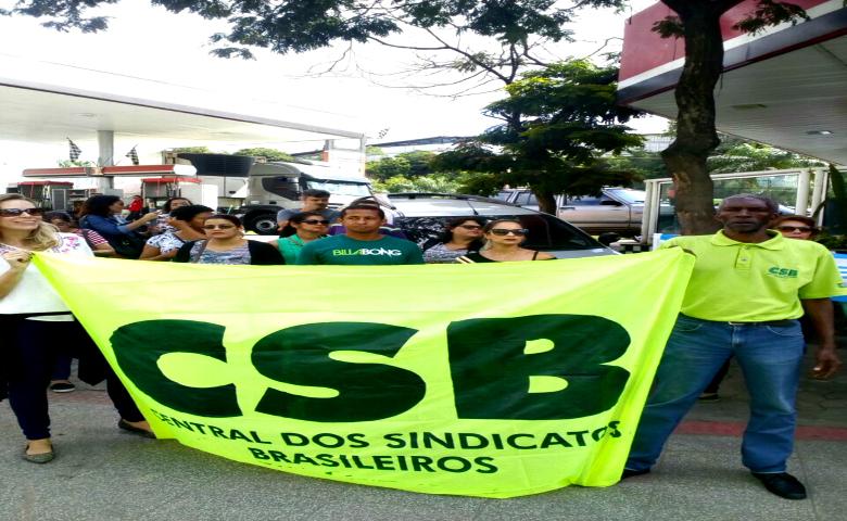 Servidores de Cariacica/ES fazem manifestação por reajuste salarial