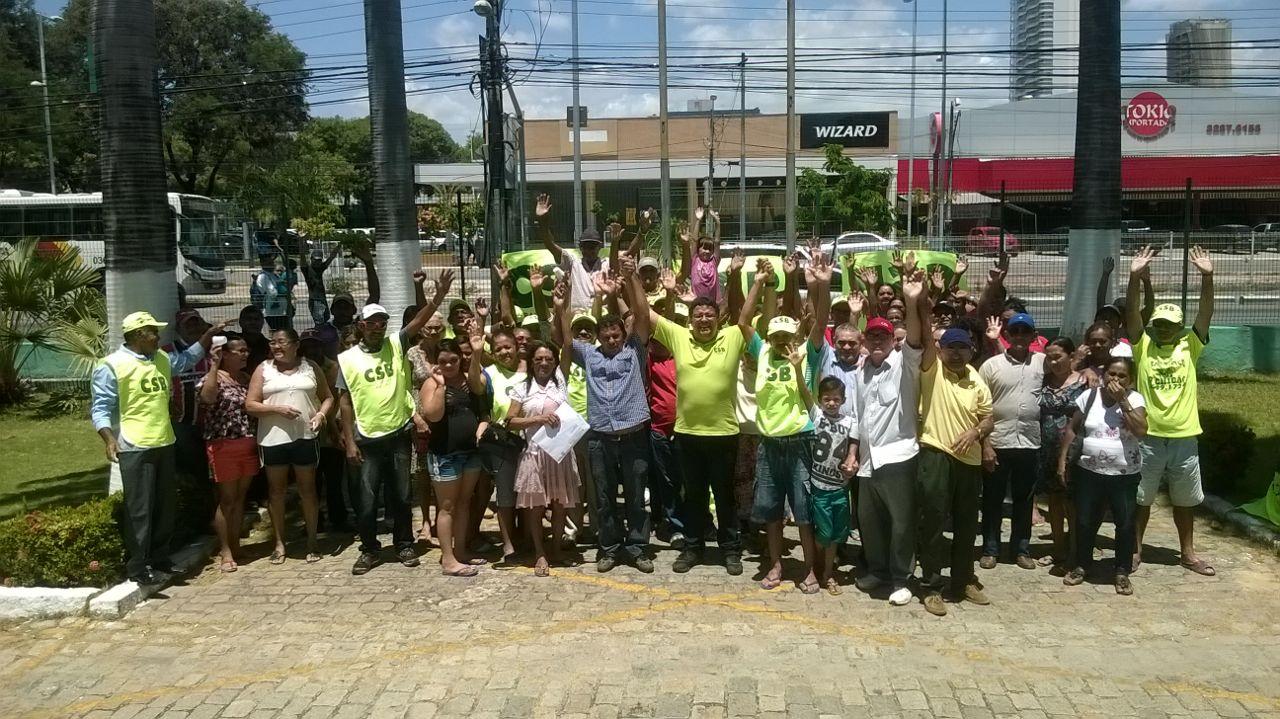 Por condições de trabalho dignas, rurais de Itaitinga ocupam Secretaria de Desenvolvimento Agrário do Ceará