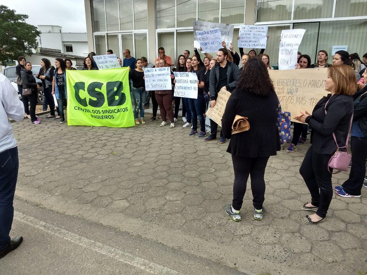 Em Lauro Muller (SC), servidores fazem paralisação contra mudança de regime de contratação