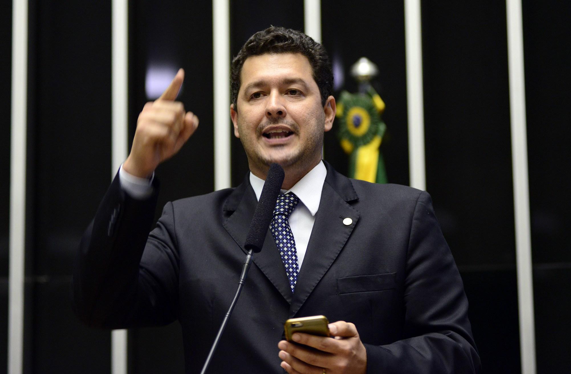 Deputado Betinho Gomes apresenta parecer favorável a projeto que regulamenta negociação coletiva no setor público