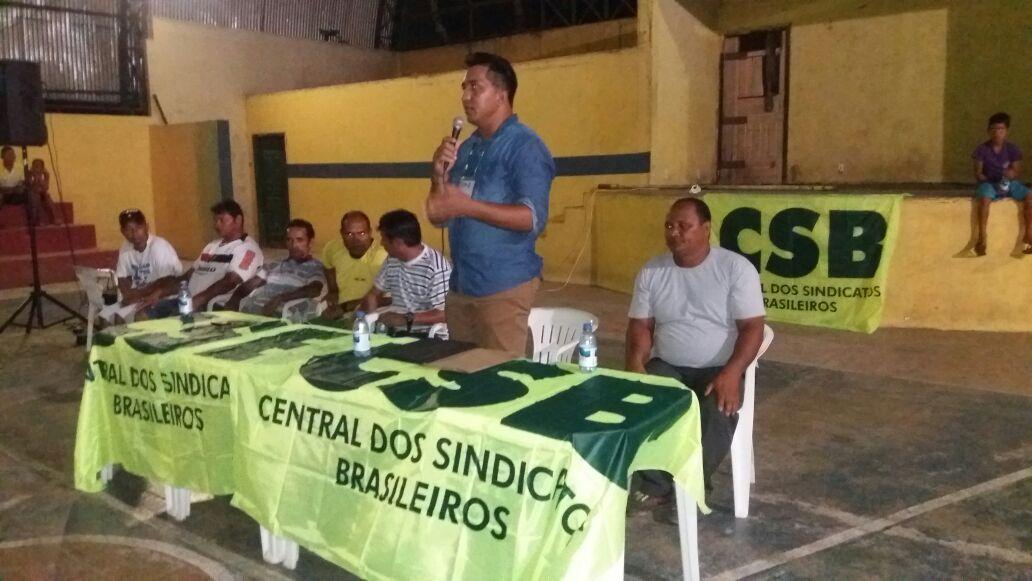 Sindicato de Pescadores de Fonte Boa (AM) debate impactos das reformas trabalhista e previdenciária