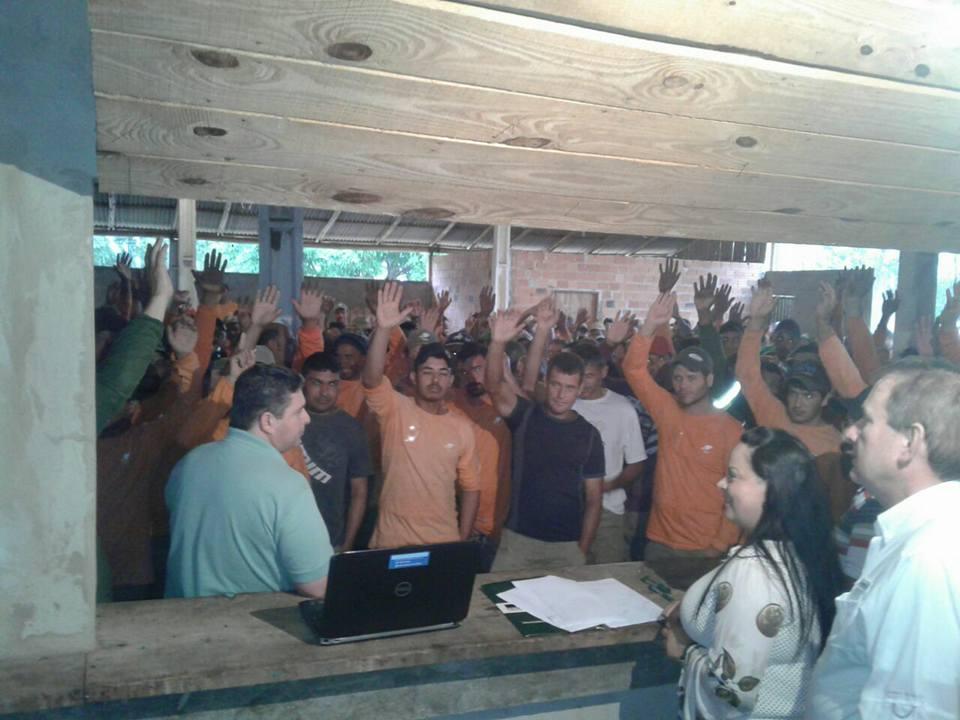 Em assembleia, Sindicato dos Trabalhadores Rurais de Sapopema reúne mais de mil trabalhadores