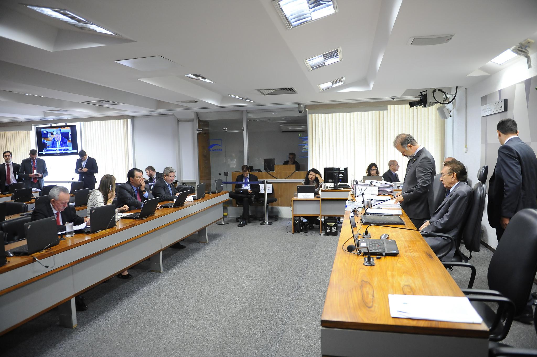 Comissão aprova fim da estabilidade para servidor público