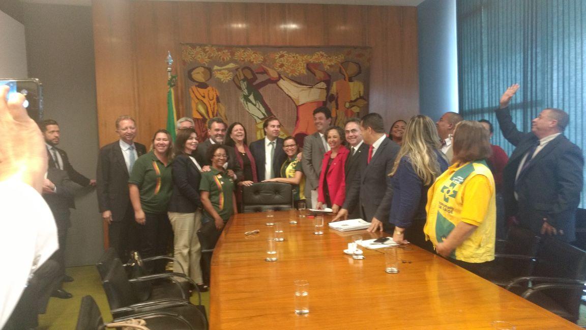Rodrigo Maia declara apoio a projeto que assegura as profissões de agentes de saúde e de combate à endemia