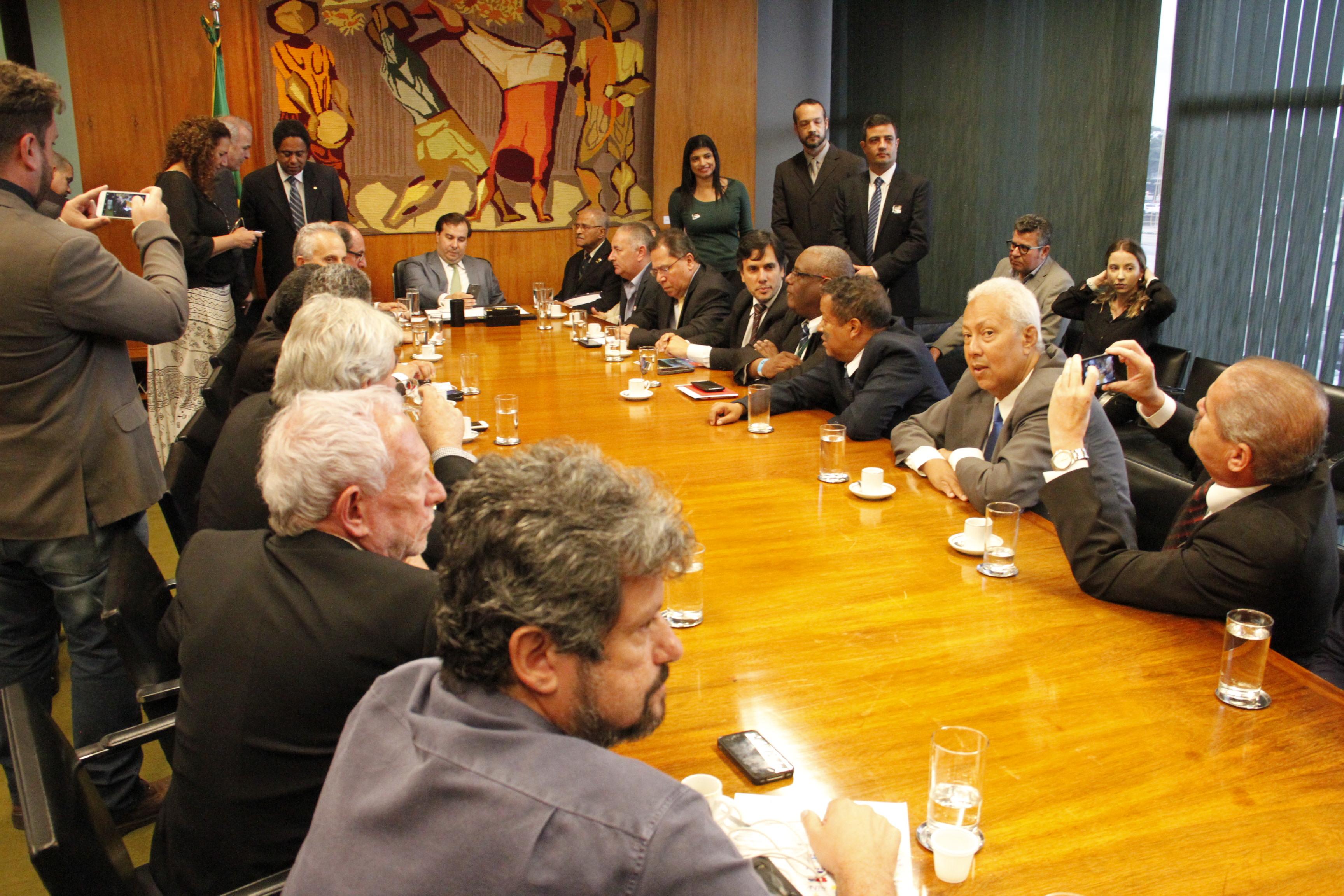 Centrais pedem ao presidente da Câmara adiamento da votação da reforma previdenciária