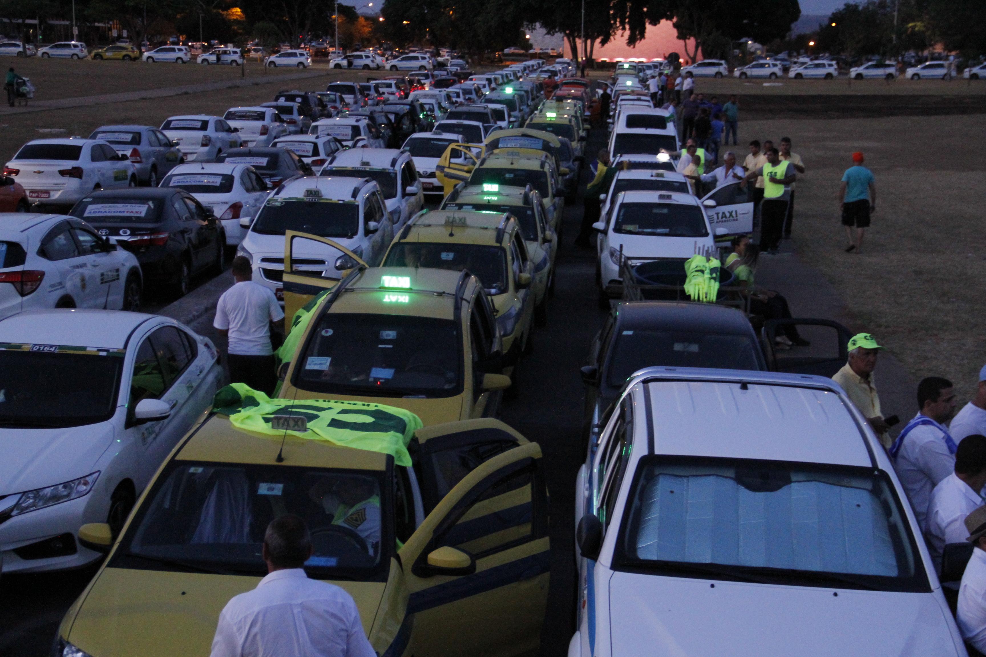 Taxistas se mobilizam para articular na Câmara aprovação de projeto que regulamenta o transporte individual