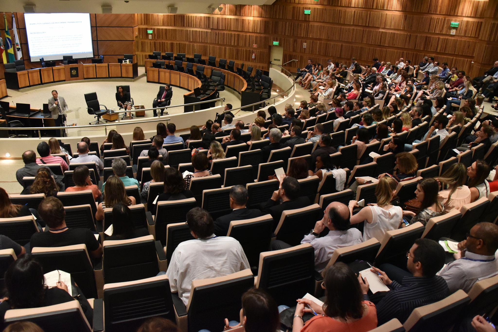 Magistrados do TRT-RS publicam conclusões sobre estudo da nova legislação trabalhista