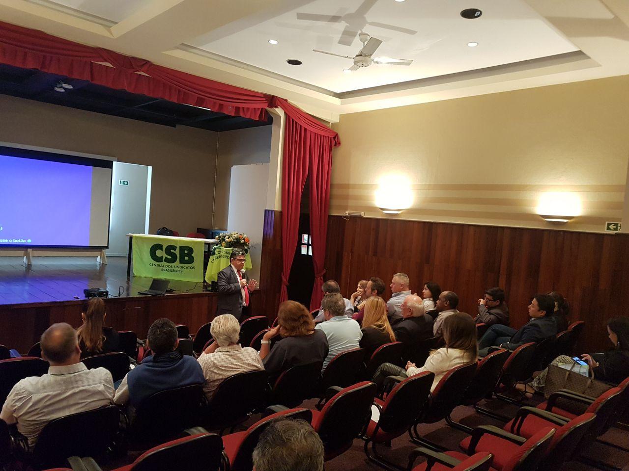 Seminário Jurídico debate reforma trabalhista com advogados em Curitiba