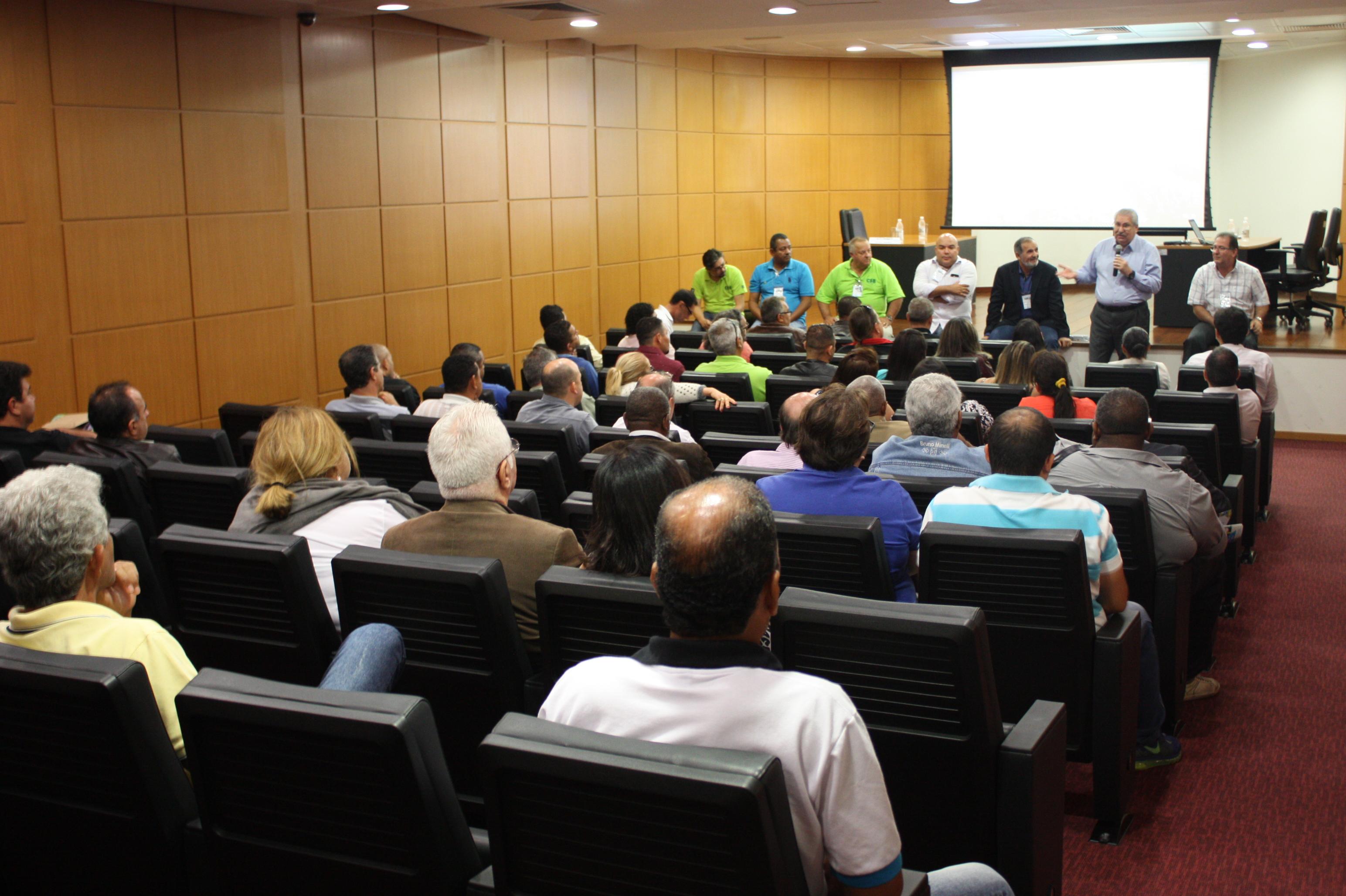 A líderes sindicais dos servidores públicos, CSB garante que fortalecimento do movimento sindical é prioridade para 2018
