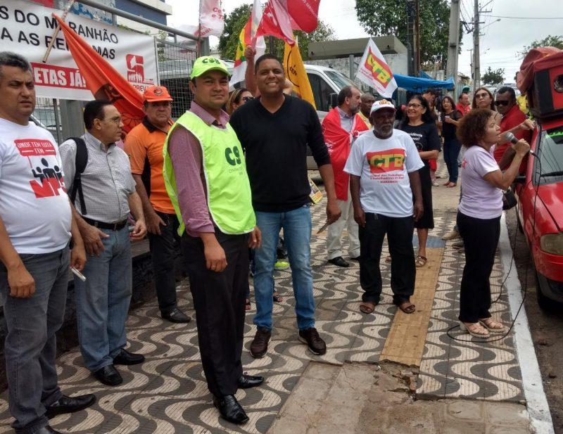 Reforma da Previdência é alvo de protesto em frente ao prédio do INSS em São Luís (MA)