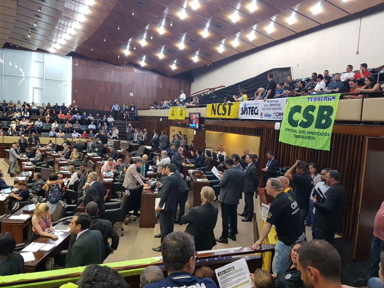 CSB RS se mantém mobilizada na Assembleia Legislativa contra a tentativa do governo de votar projetos de privatização de estatais