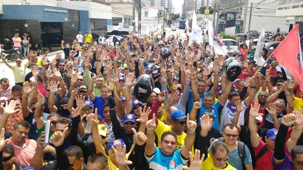 Vigilantes do Ceará realizam manifestação na capital contra os efeitos da reforma trabalhista na campanha salarial da categoria