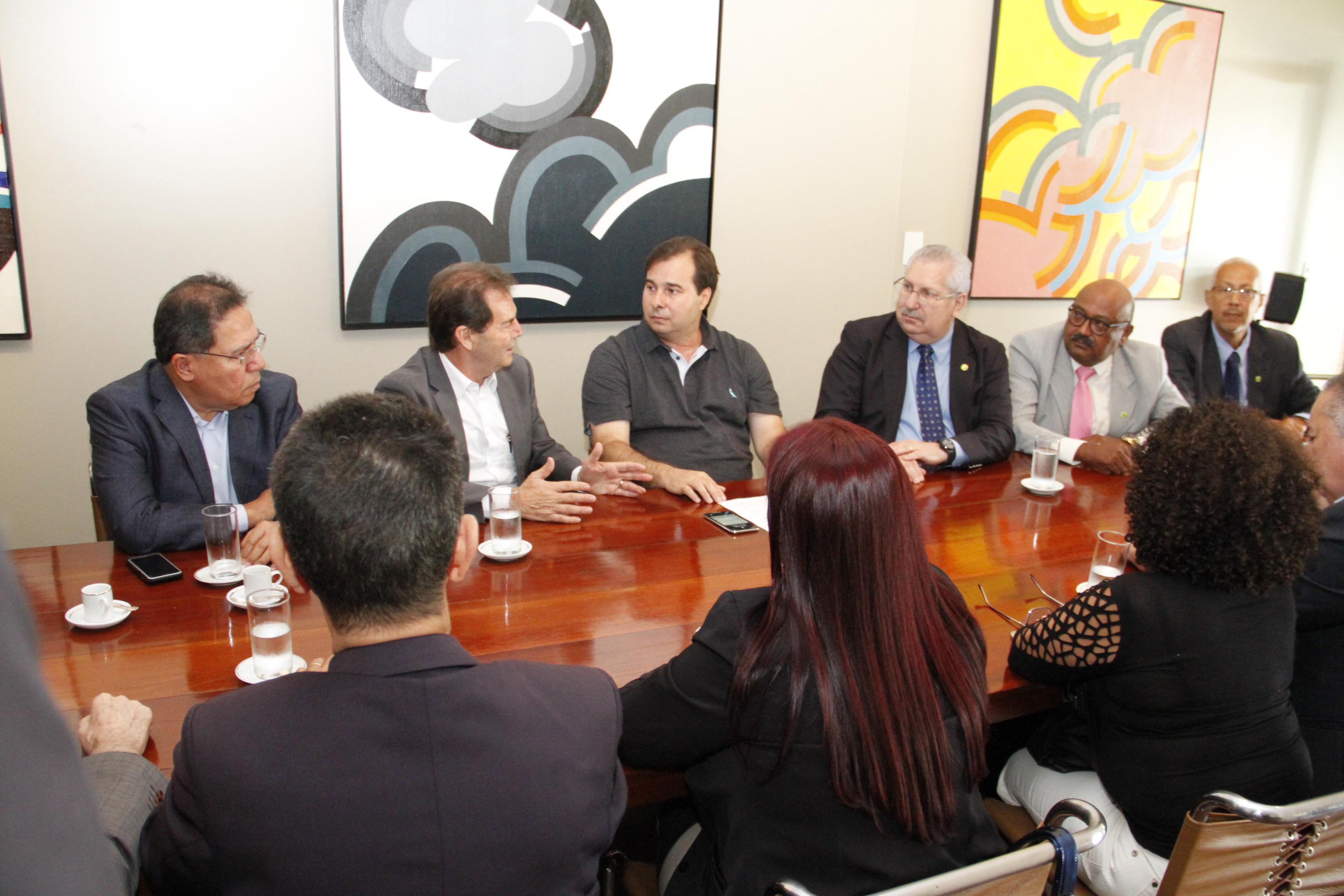 Centrais pedem a Rodrigo Maia que reforma da Previdência não seja votada