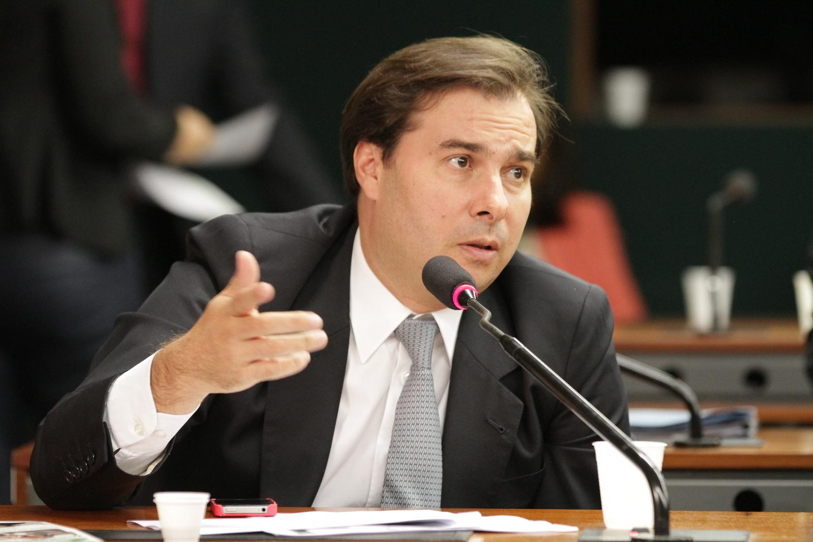 Maia arquiva 142 PLs para evitar alteração na mudança da CLT