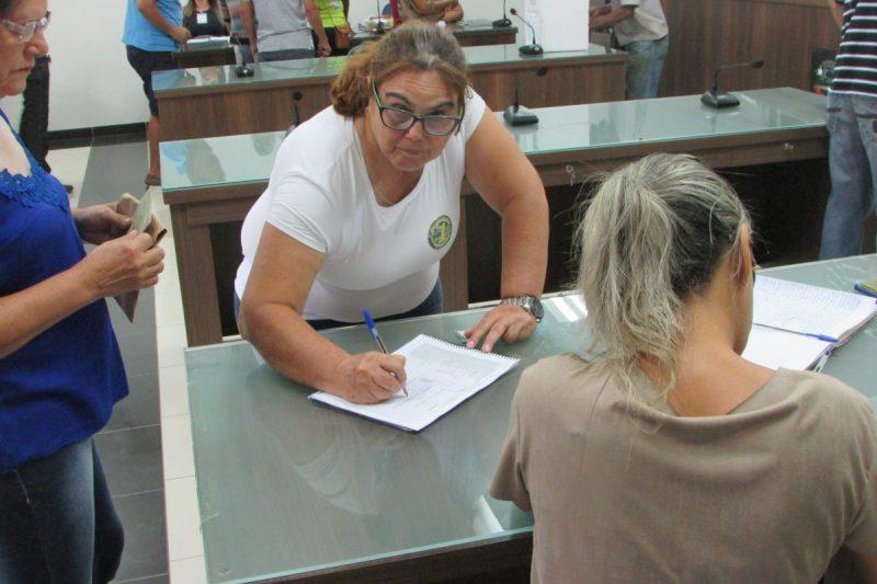 Servidores de Janaúba (MG) fazem assembleia nesta quinta-feira (8) para decidir greve da categoria
