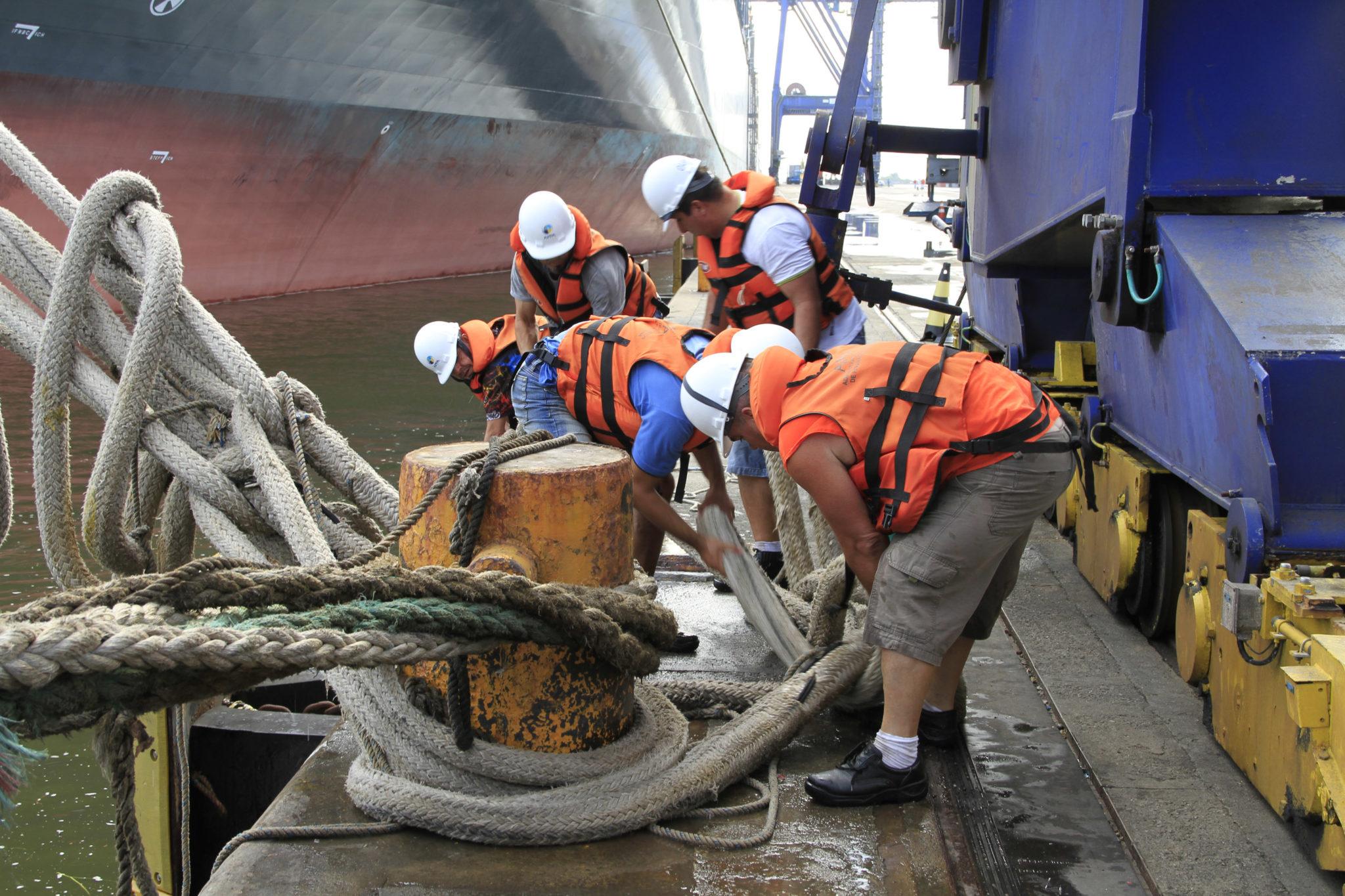 Leilões de portos brasileiros podem precarizar relações de trabalho