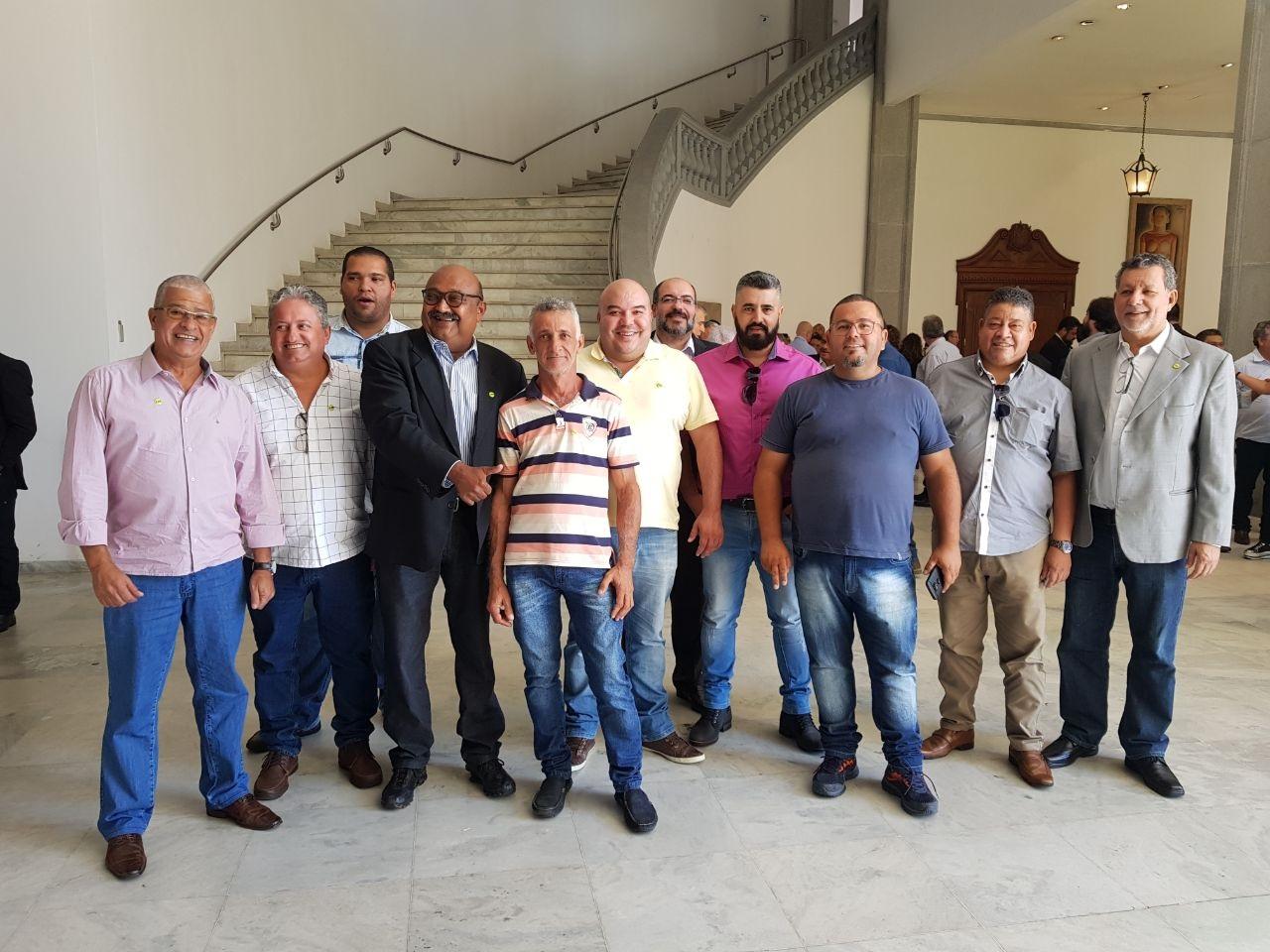 Governador Mário França recebe cerca de 200 dirigentes sindicais