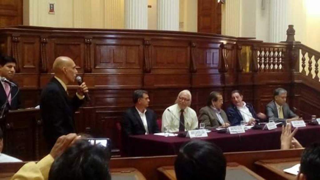 Encontro internacional de taxistas no Peru debate os aplicativos de transporte de passageiros