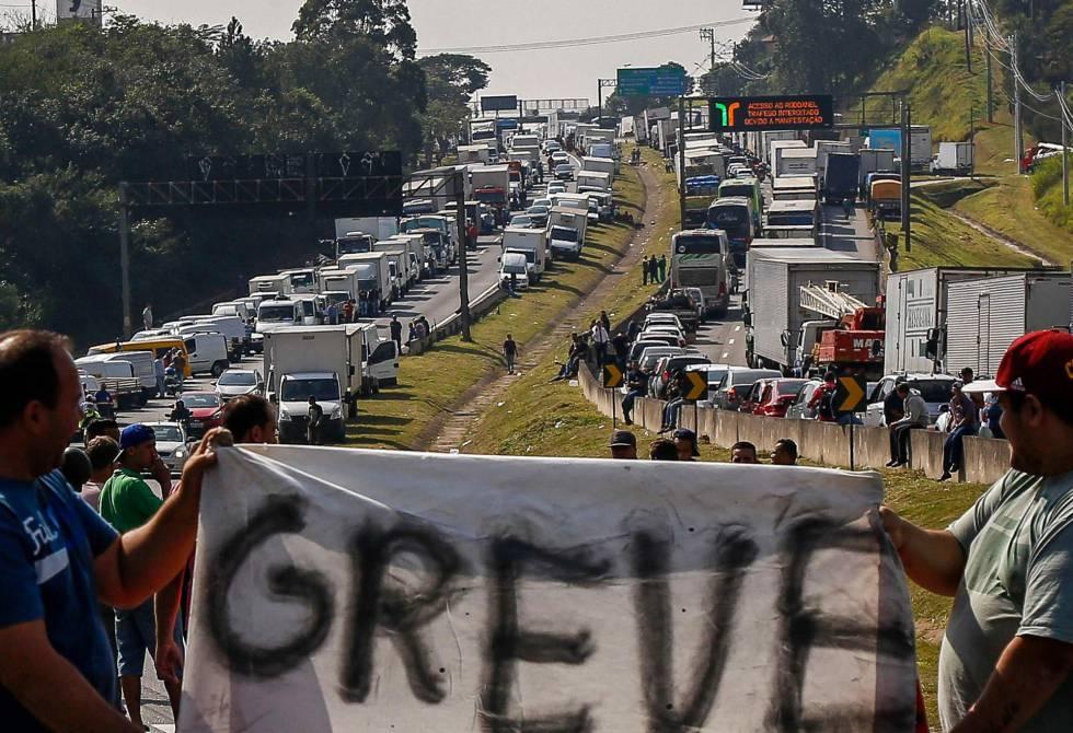 Centrais sindicais criticam convocação das forças armadas para conter greve dos caminhoneiros